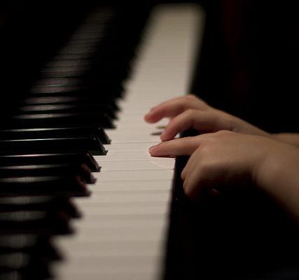 nhung-loi-ich-tu-viec-hoc-piano